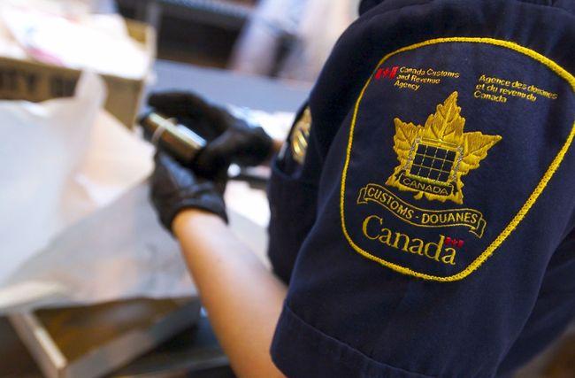 A Canadian Customs agent. (Ernest Doroszuk/QMI Agency)