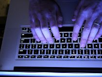 Keyboard filer (purple)