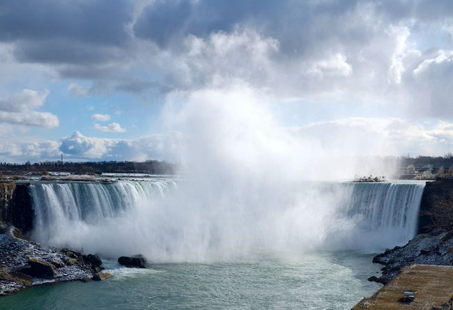 1. Niagara Falls, Ontario. (Shutterstock)