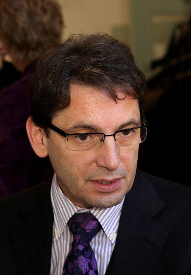 Dr. Roumen Milev