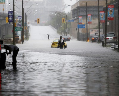Flooding in downtown Toronto during the evening rush on Monday. (ERNEST DOROSZUK/Toronto Sun)