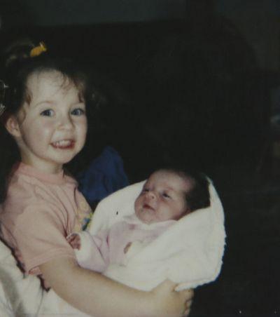 Emmy Simmons with her older sister Alex. (Veronica Henri/Toronto Sun)