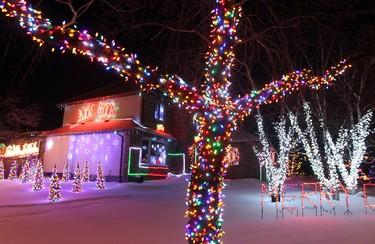 A Christmas light display on a house on Shorecrest Drive in Winnipeg, Man. is seen Tuesday December 17, 2013. Brian Donogh/Winnipeg Sun/QMI Agency