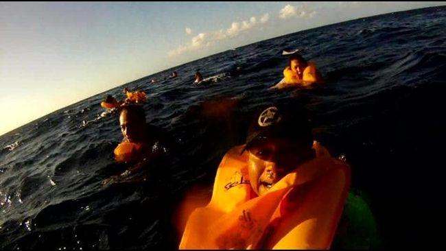 "Ferdinand Puentes's post-crash selfie. (Ferdinand Puentes via <a href=""http://www.hawaiinewsnow.com/story/24411685/molokai-plane-crash-survivor-recorded-ordeal"" target=""newwindow"">Hawaii News Now</a>)"
