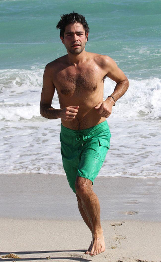 Adrian Grenier jogging in Miami Beach. (WENN.com)