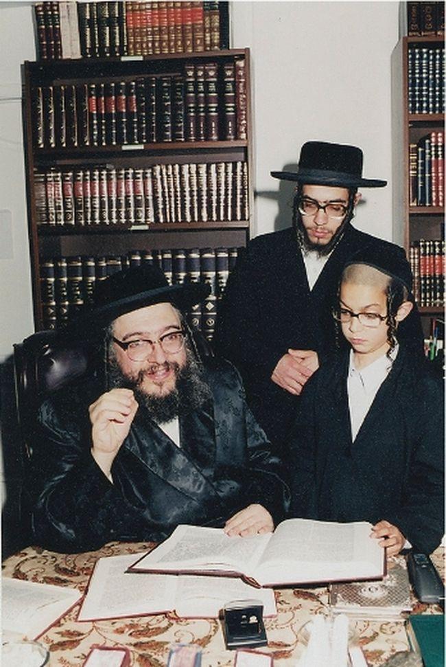 Rabbi Shlomo Helbrans (left), founder of Lev Tahor. (L'INFORMATION DU NORD/QMI AGENCY)