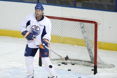 Edmonton forward Ryan Smyth (94) practices deflections during an Edmonton Oilers practice held at Rexall Place in Edmonton, Alta., on Monday, Feb. 24, 2014. The NHL hockey team plays the Minnesota Wild at home on Thursday, Feb. 27, 2014 at 7:30pm. Ian Kucerak/Edmonton Sun/QMI Agency
