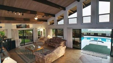 10. Kailua-Kona, Hawaii Cost per night: $125 Bedrooms/bathrooms: 4/5 3 features: Jacuzzi, swimming pool, poolside BBQ