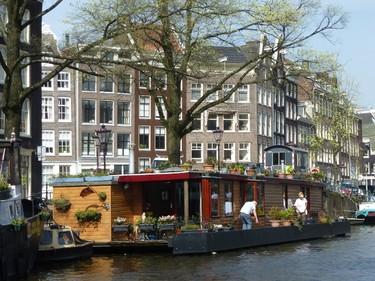 Even canal boats have gardens in Amsterdam. ROBIN ROBINSON/TORONTO SUN