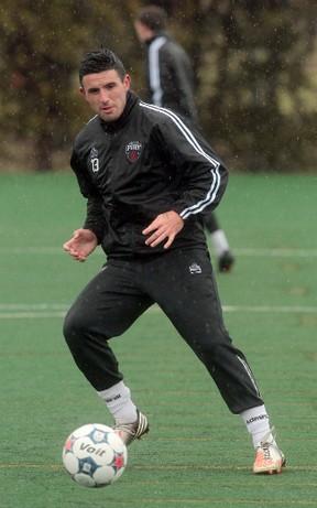 Ottawa Fury's Andres Fresenga warms up in the rain at practice at Carleton University Tuesday.  Tony Caldwell/Ottawa Sun