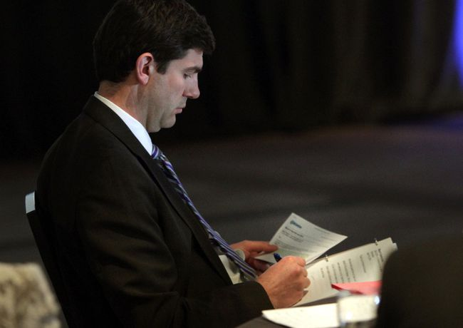 Mayor don Iveson checks his notes