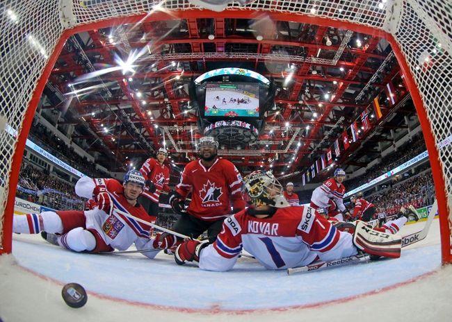 Canada scores against Czech Republic goaltender Jakub Kovar during their world hockey championship game at Chizhovka Arena in Minsk, Belarus, May 12, 2014. (VASILY FEDOSENKO/Reuters)