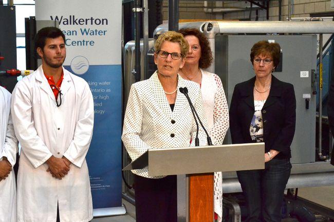 Premier Kathleen Wynne campaigns in Walkerton in May 2014. (PATRICK BALES/Postmedia Network)