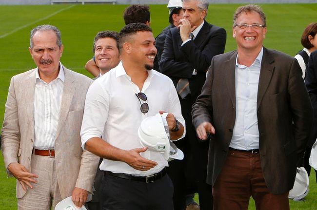 Brazil's Ronaldo (middle) and Sports Minister Aldo Rebelo (left), along with FIFA Secretary General Jerome Valcke, visit the Arena da Baixada stadium in Curitiba April 22, 2014. (REUTERS/Rodolfo Buhrer)