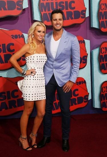 Caroline Boyer and Luke Bryan arrive at the 2014 CMT Music Awards in Nashville, Tennessee June 4, 2014. (REUTERS/Eric Henderson)