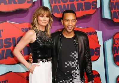 Musicians Jennifer Nettles and John Legend arrive at the 2014 CMT Music Awards in Nashville, Tennessee June 4, 2014. (REUTERS/Eric Henderson)