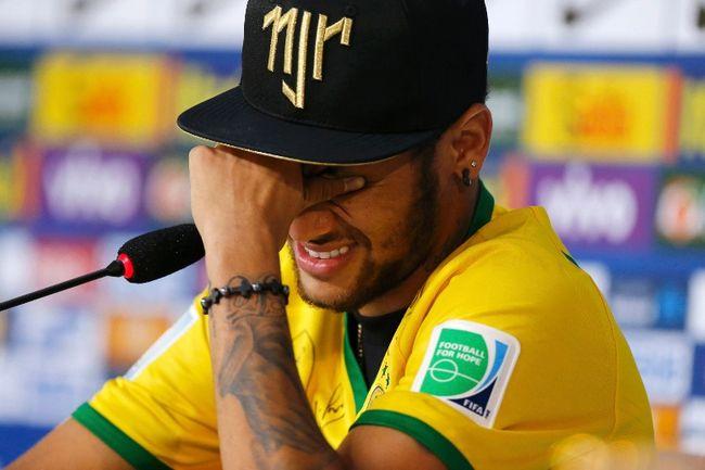 Injured Brazilian national soccer team player Neymar cries during a news conference in Teresopolis, near Rio de Janeiro, July 10, 2014. (REUTERS/Marcelo Regua)