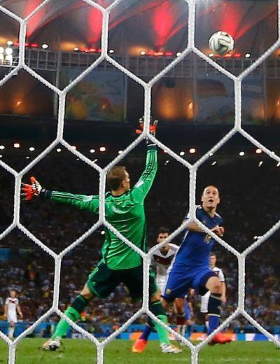 Argentina's Rodrigo Palacio challenges Germany's goalkeeper Manuel Neuer during their 2014 World Cup final at the Maracana stadium in Rio de Janeiro July 13, 2014. (REUTERS/Kai Pfaffenbach)