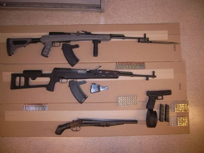 Seized guns and ammunition (Toronto Police handout)