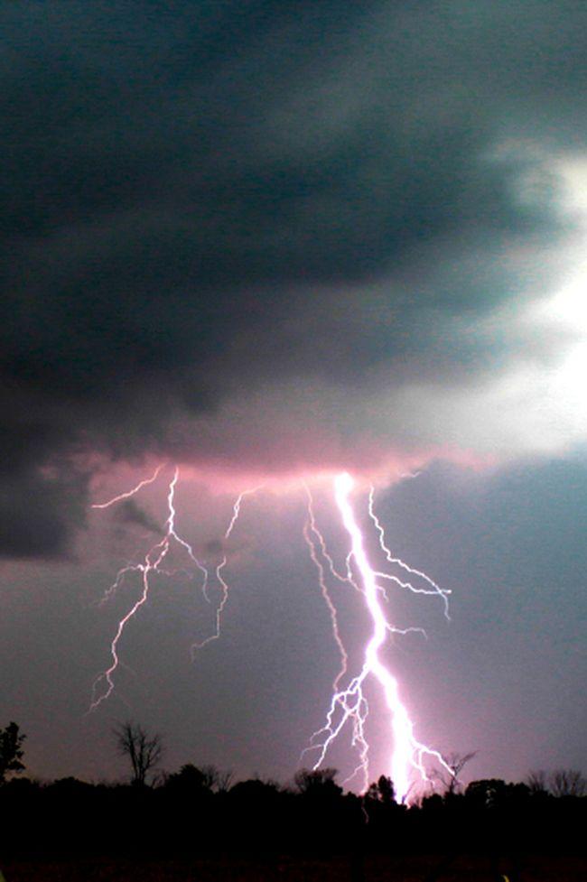 A lightning strike lights up Southwestern Ontario. (File photo)