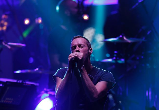 Chris Martin of Coldplay performs at the MTV Video Music Awards Japan 2014 in Chiba, near Tokyo June 14, 2014. (REUTERS/Yuya Shino)