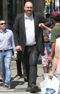 Canada's tallest man