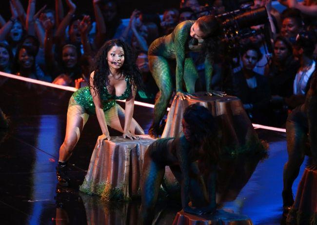 "Nicki Minaj performs ""Anaconda"" during the 2014 MTV Video Music Awards in Inglewood, California August 24, 2014. (REUTERS/Lucy Nicholson)"