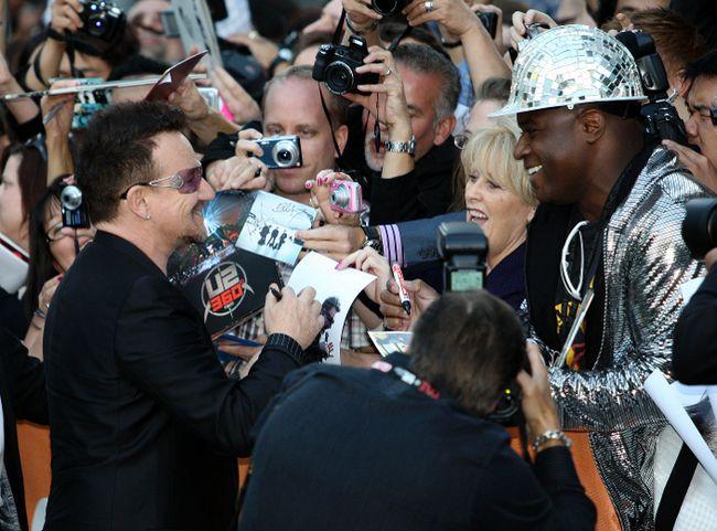 Bono meets with fans in Toronto. (MICHAEL PEAKE/QMI AGENCY files)