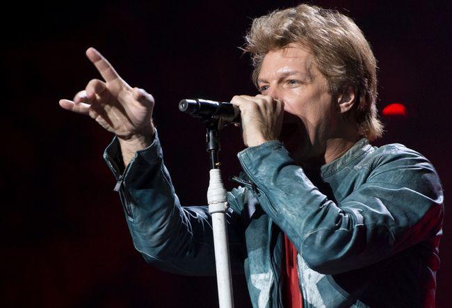 Jon Bon Jovi performs at the Bell Centre on November 8, 2013. (JOEL LEMAY/QMI AGENCY)