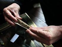 roll joint marijuana