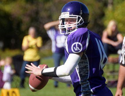 VHSS Bears quarterback Zach Thomas. CHRIS ABBOTT/TILLSONBURG NEWS