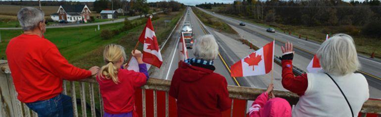 The Cpl. Nathan Cirillo Highway of Heroes motorcade passes by an overpass en route to Hamilton.(Matthew Usherwood/Ottawa Sun/QMI Agency)