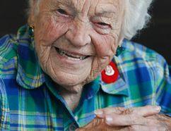 Mississauga Mayor Hazel McCallion has lunch with Toronto Sun columnist Sue-Ann Levy on Nov. 6, 2014. (Stan Behal/Toronto Sun)