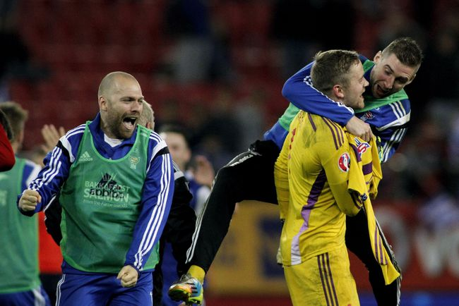 Faroe Island's players celebrate after winning the UEFA Euro 2016 group F qualifying football match between Greece and Faroe Island at the Karaiskaki stadium in Piraeus, near Athens, on November 14, 2014. (AFP PHOTO/ ANGELOS TZORTZINIS)