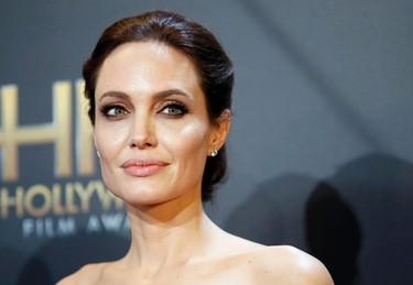 Angelina Jolie poses backstage at the Hollywood Film Awards in Hollywood, California November 14, 2014.  REUTERS/Danny Moloshok