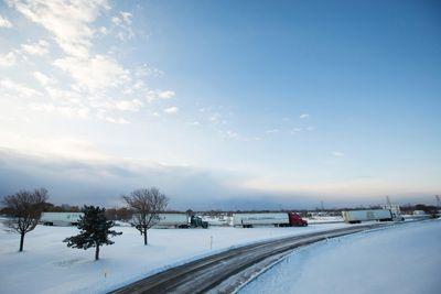 Trucks sit stranded on a closed New York State Thruway in the town of Cheektowaga near Buffalo, New York, November 20, 2014. REUTERS/Lindsay DeDario