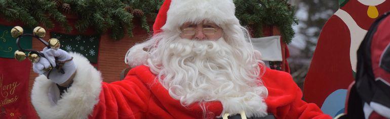 Santa visited Straffordville Saturday morning. (CHRIS ABBOTT/TILLSONBURG NEWS)