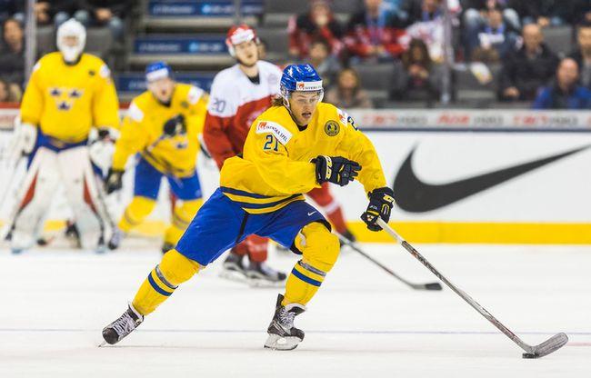 Sweden's William Nylander against Denmark in third period action during the IIHF World Junior Championship at the Air Canada Centre in Toronto on December 27, 2014. (Ernest Doroszuk/Toronto Sun/QMI Agency)