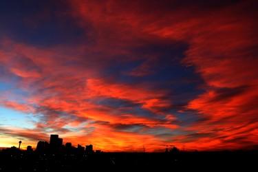 The sun sets over the city of Calgary, Monday, January 26, 2015. Calgary has being enjoying above normal temperatures for January. Stuart Dryden/Calgary Sun/QMI Agency