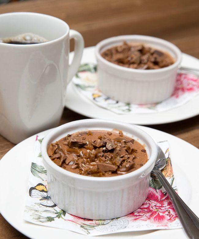 Chocolate pots de crème with toffee. (CRAIG GLOVER/QMI Agency)