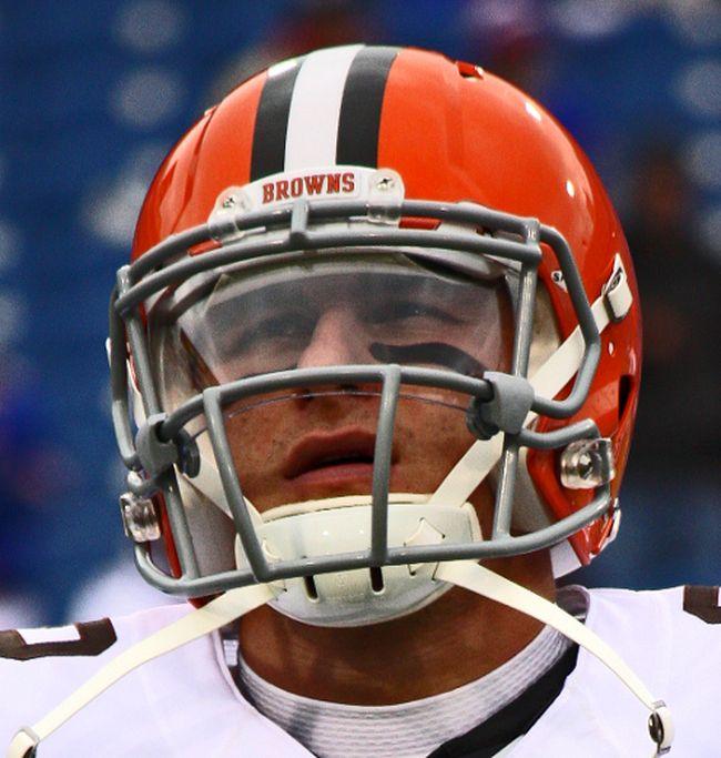 Browns quarterback Johnny Manziel in action against the Bills in Buffalo on Nov. 30, 2014. (John Kryk/QMI Agency/Files)