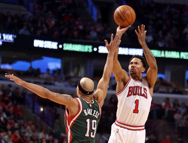 Chicago Bulls guard Derrick Rose makes a jump shot against Milwaukee Bucks guard Jerryd Bayless. (Caylor Arnold/USA TODAY Sports)