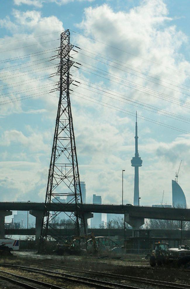 A hydro tower in Toronto. (DAVE THOMAS, Toronto Sun)