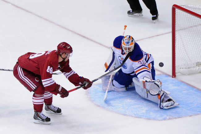 Arizona Coyotes left wing Mikkel Boedker (89) scores on Edmonton Oilers goalie Ben Scrivens on a breakaway during NHL action at Gila River Arena. (Matt Kartozian/USA TODAY Sports)