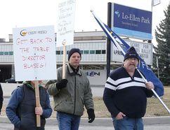 Teachers picket at Lo Ellen Park Secondary School in Sudbury on Monday April 27, 2015. (Gino Donato/Postmedia Network)