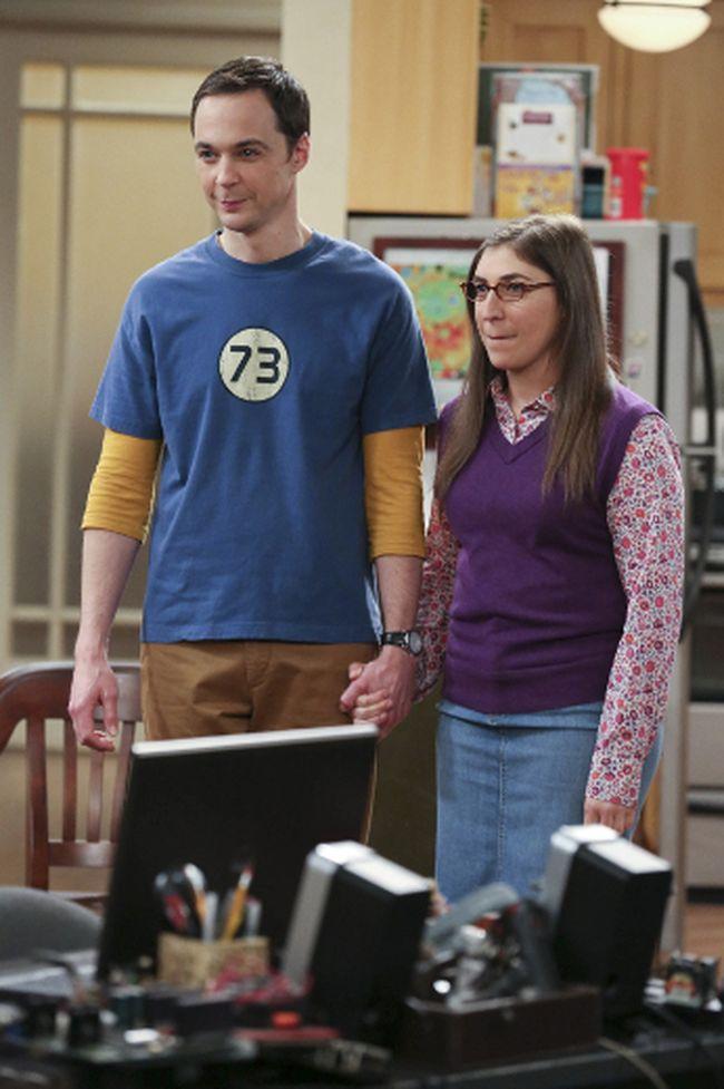 Jim Parsons, left, and Mayim Bialik in the Big Bang Theory Michael Yarish/Warner Bros. Entertainment Inc.