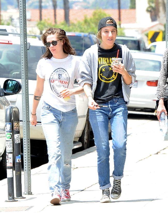 """Kristen Stewart and Alicia Cargile (<A HREF=""""http://www.wenn.com"""" TARGET=""""newwindow"""">WENN.COM</a>)"""