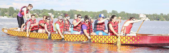 The Tutor Doctor team practicss for the Sudbury Dragon Boat Festival. Gino Donato/Sudbury Star