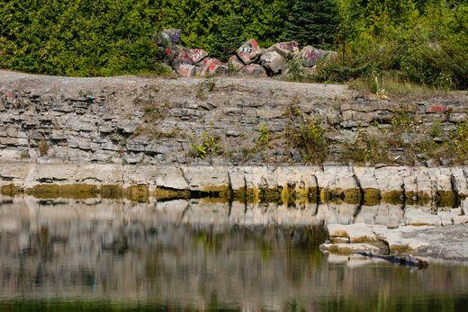 Man drowns in Barrhaven quarry | Ottawa Sun