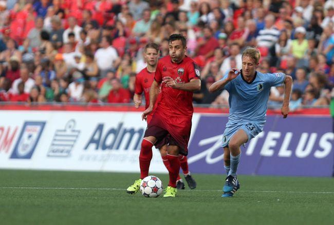 (Chris Hofley/Postmedia Network) Ottawa Fury FC midfielder Sinisa Ubiparipovic tries to get away from Minnesota United FC's Greg Jordan at TD Place on Saturday, Aug. 15.